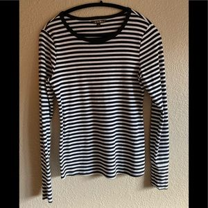 Medium Evereve b/w striped fitted sleeve fitted T